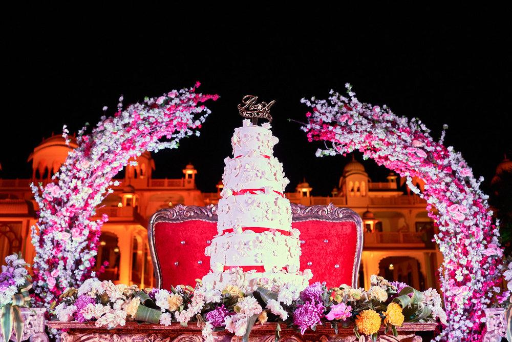 indian-wedding-cake-at-rajasthali-resort-spa-jaipur-photography-by-afewgoodclicks