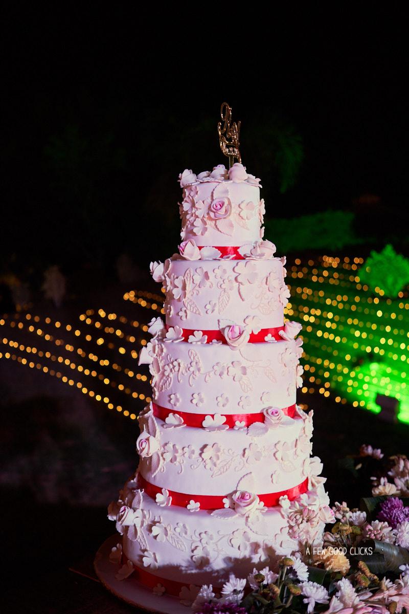5-tier-wedding-cake-rajasthali-resort-spa-jaipur-photography-by-afewgoodclicks