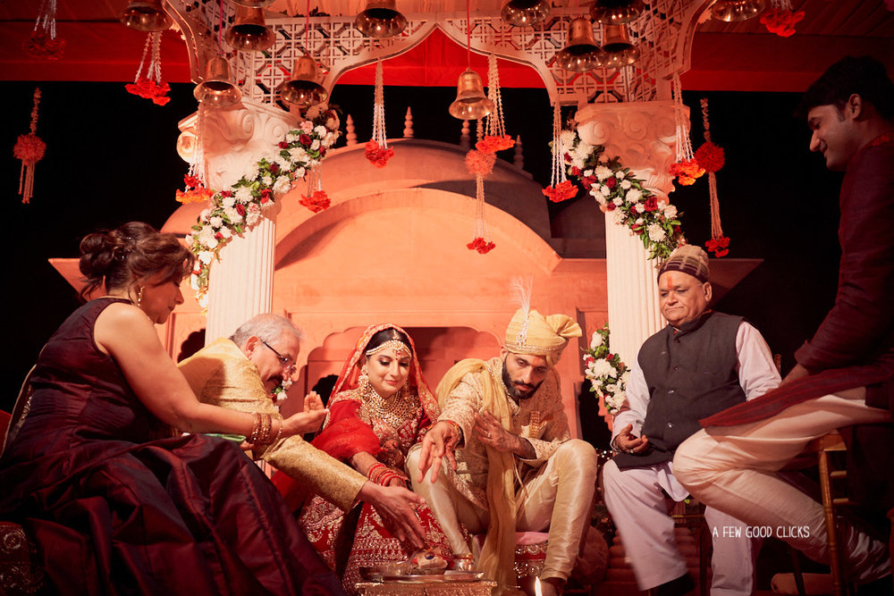 indian-bride-groom-picture-during-fera-ceremony