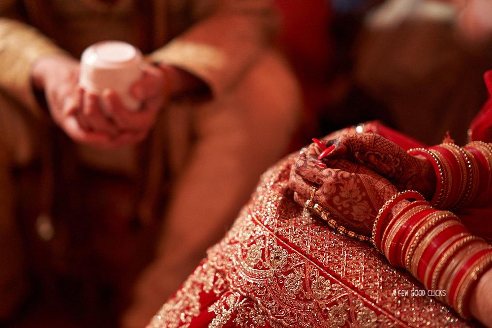 brides-mehndi-indian-wedding-fera-ceremony-rajasthali-resort-jaipur