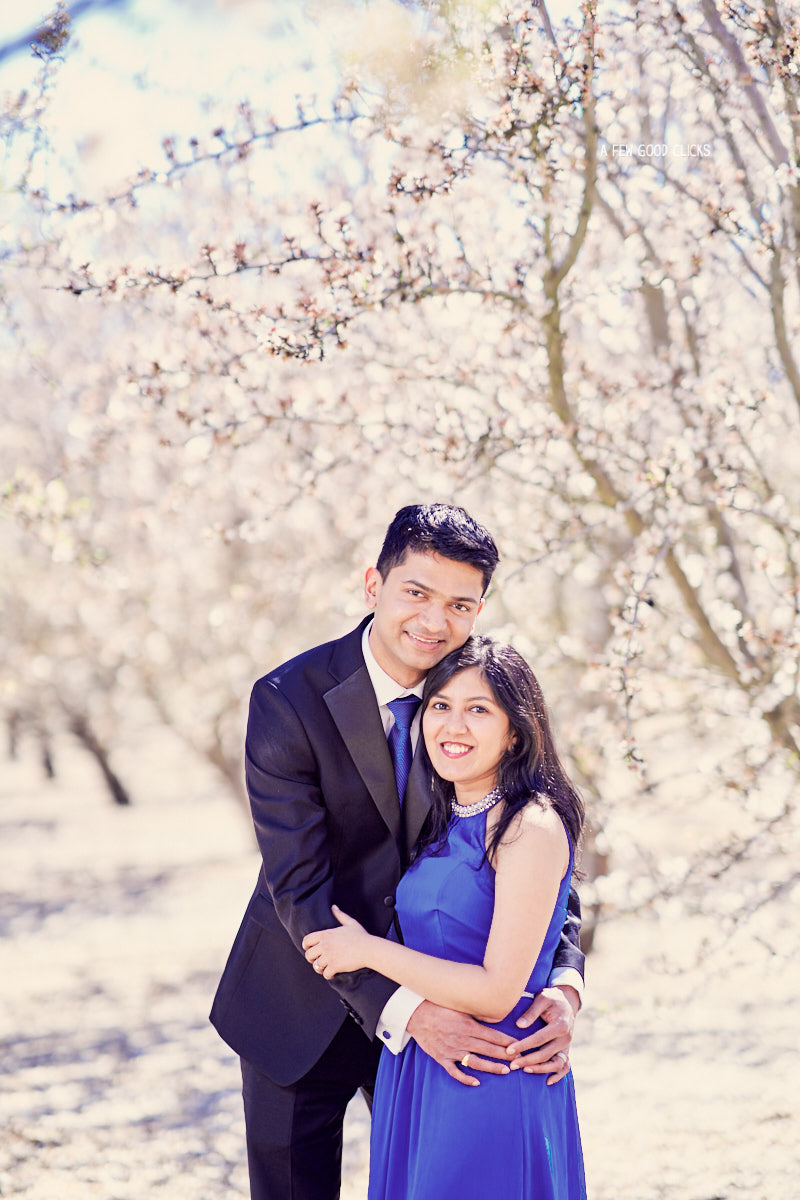 A simple hug | Ideas for couples engagement photoshoot poses.
