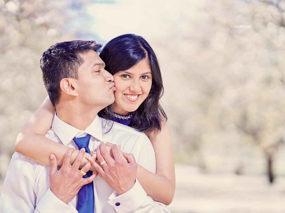 Kisses and hugs  | Ideas for your couples photography.