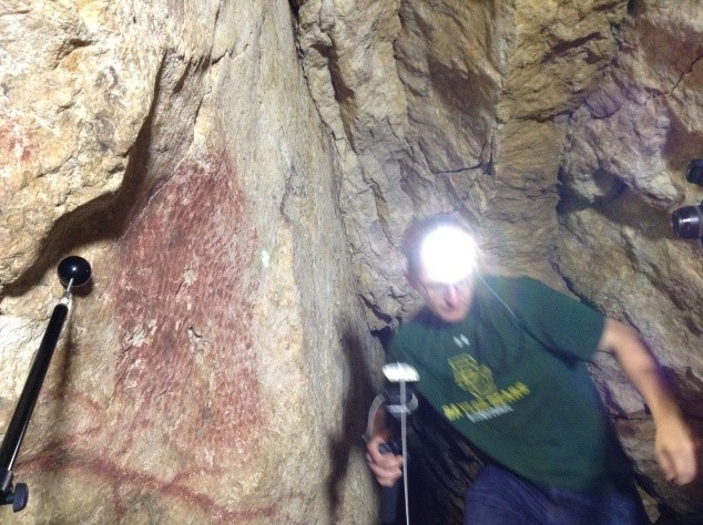 Ben Altshuler Positions the flash in a tricky bit of the caves.