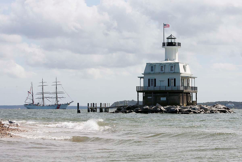 Bug Light w Coast Guard.png