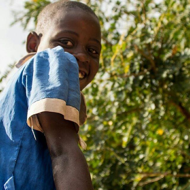 *giggle*⠀ .⠀ .⠀ .⠀ #miqlat #malawi #games #hope #children #nonprofit #education #tia #thisisafrica #girlchild #thuchilahopecenter #chiradzuludistrict #alivetothrive #giggle #grin #smile