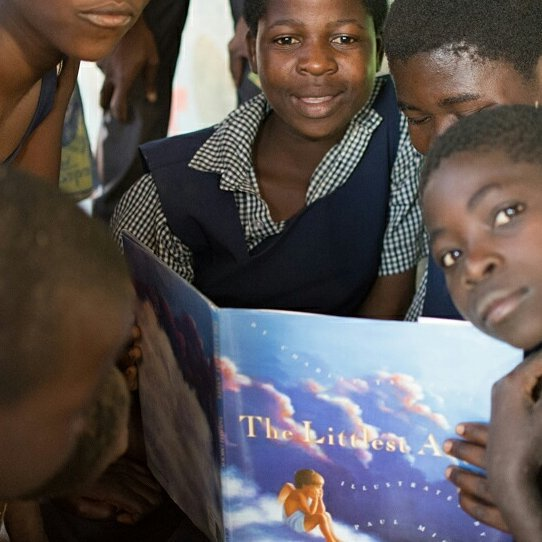 When books from your volunteer's childhood show up at the Hope Center, you definitely end up with story time.⠀ .⠀ .⠀ .⠀ #miqlat #malawi #games #hope #children #nonprofit #education #tia #thisisafrica #girlchild #kogoyahopecenter #thyolodistrict #alivetothrive⠀ #reading #littlestangel #bestgift