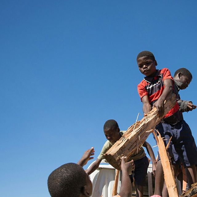 Firewood falling out of the sky? The kids at the Hope Centers are surprisingly eager to help anytime Uncle Lyson shows up with a truckload of anything that needs unloading. Fortunately, our rocket stoves make super efficient use of this firewood, so we aren't burning through too many trees to cook our meals. ⠀ .⠀ .⠀ .⠀ #miqlat #malawi #africa #nonprofit #boys #boychild #workworkwork #chores #funandgames #firewood #rocketstoves #joy