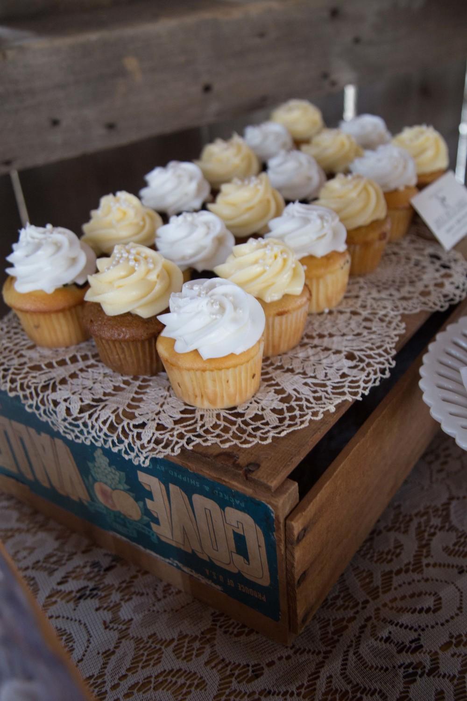 9_25-barn_Dessert_Table_decor_8397.jpg