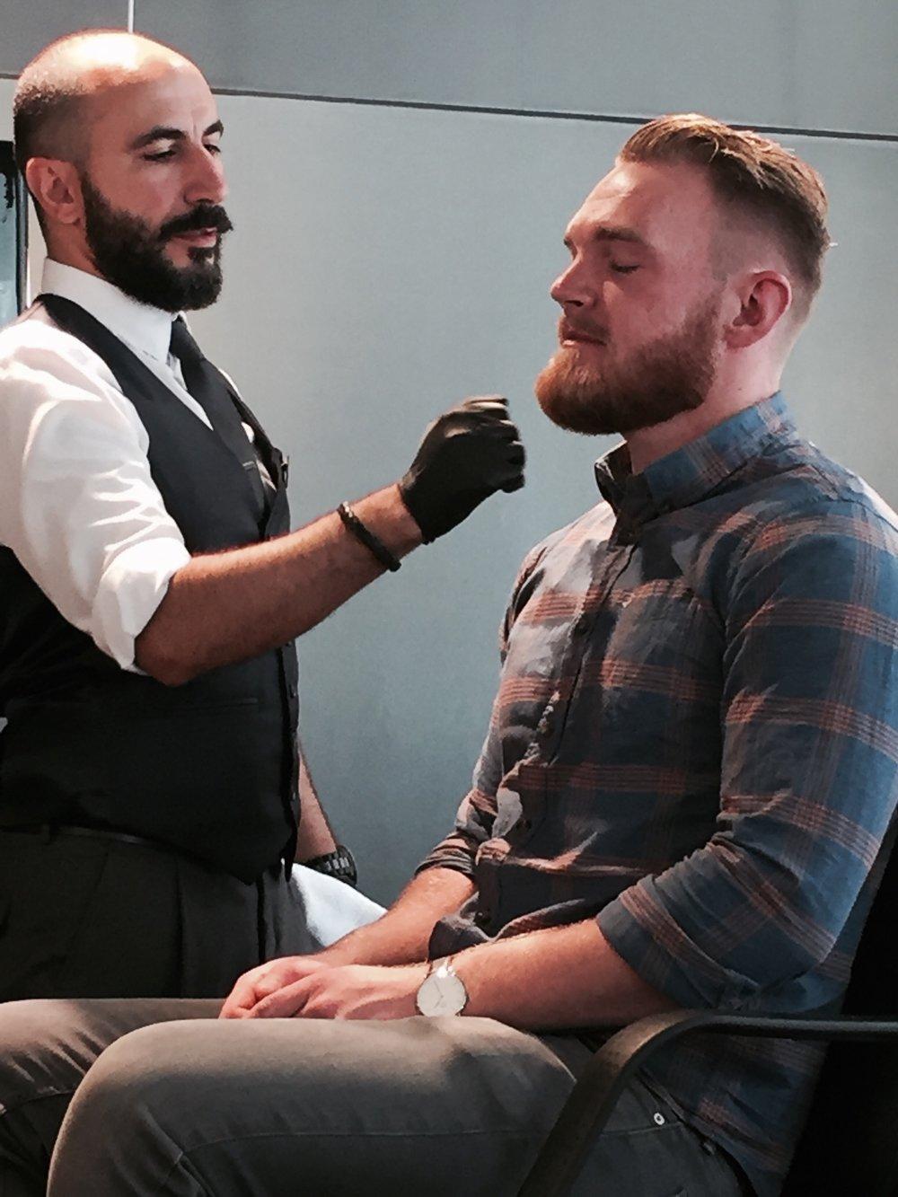 Her ser vi tydlig modellen har fått en mer kledelig form og utrykk på skjegget sitt