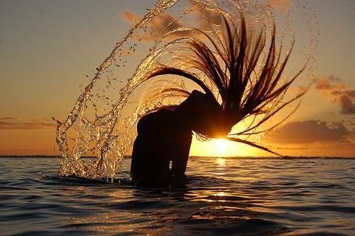 Les mer om pleie av hår under sommeren her....