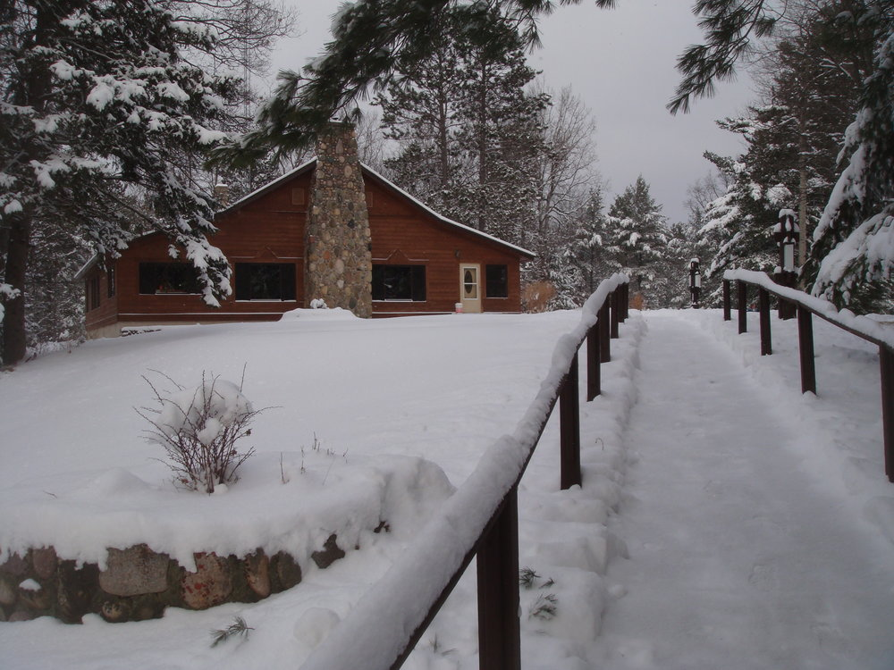 Snowy path up to the Lodge.JPG