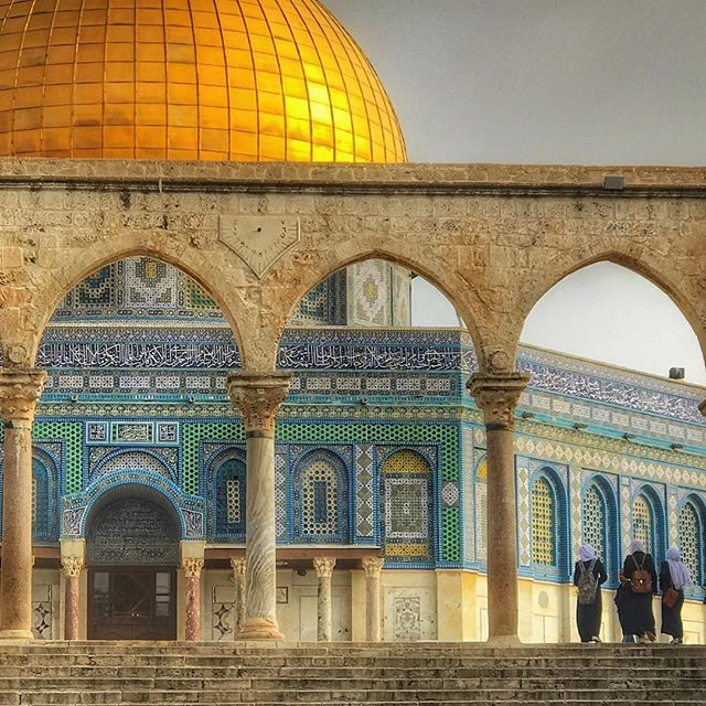 The glimmering Dome - Old City, Jerusalem 🐪 #oasisgrouptours #oasisbiblicaltours #oasistrips #bibletours #theocratichistorytours #jwbibletours #jwtours #themostbeautifulofallthelands #mostbeautifulofallthelands