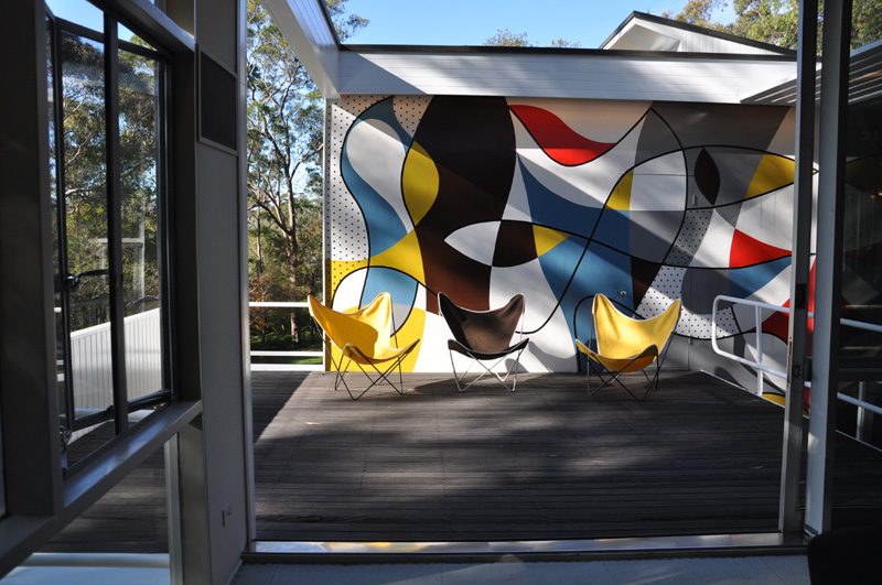 Harry Seilder mural with Butterfly chairs by Argentinean Jorge Ferrari Hardoy