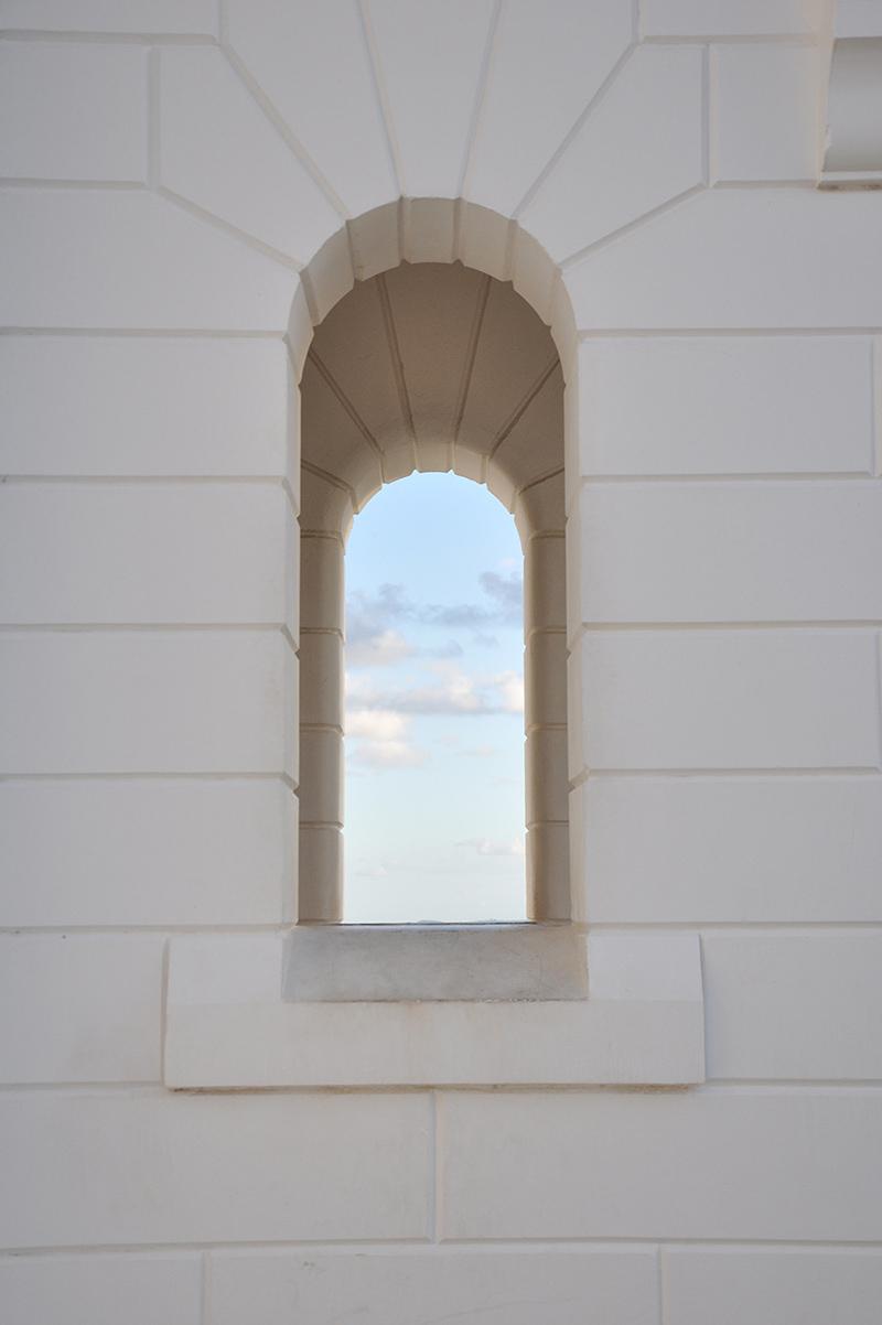 Side elevation at lighthouse entrance