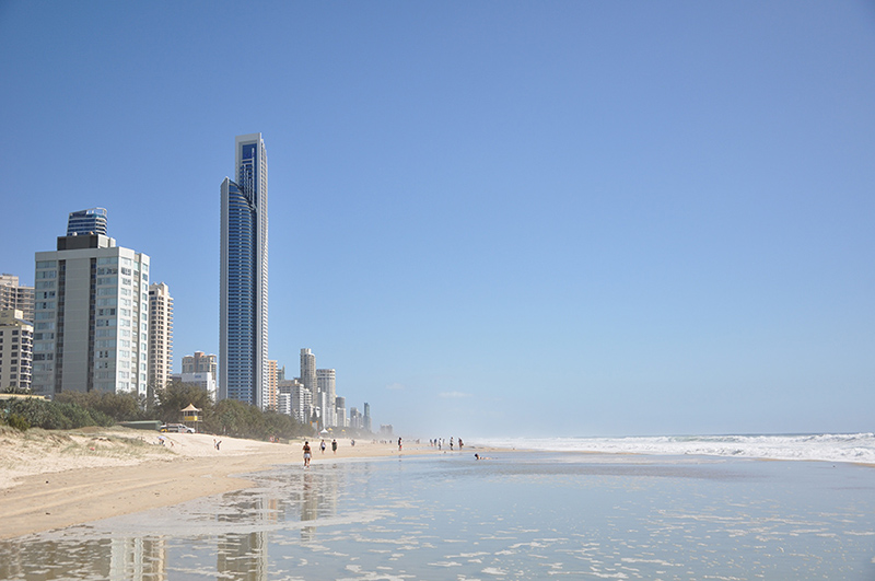 Wild surf conditions, Surfers Paradise