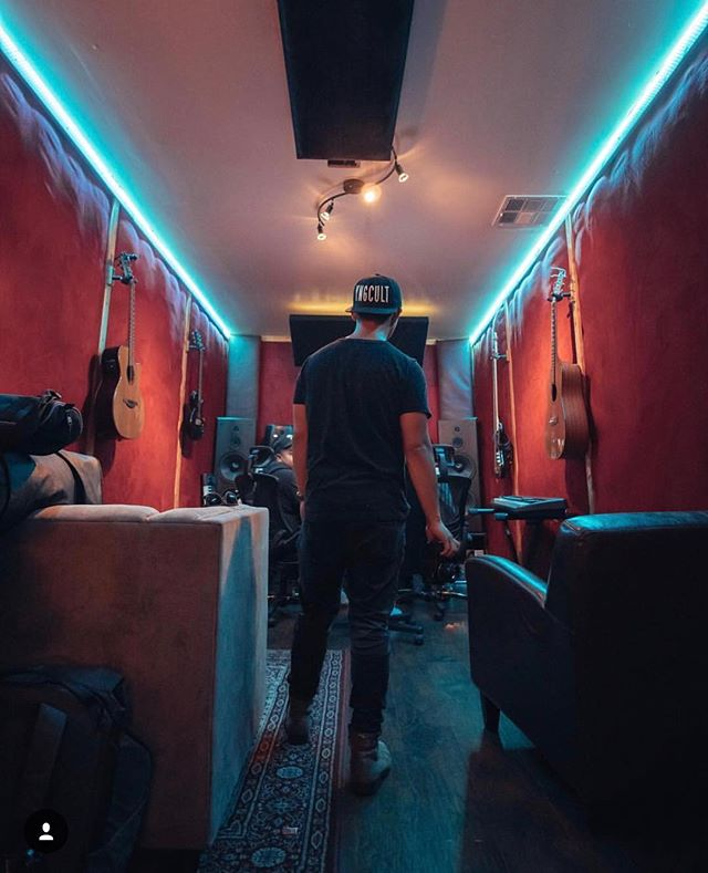 Change the colors change the vibe. #cookuprecords #studioflow #songwriter #audioengineer #mixengineer #musicproducer #la #protools #presonus #krk #jbl #yahmaha #neumann #studiolife #drake #rocnation #recordingstudio #fenderguitar #guitarplayer