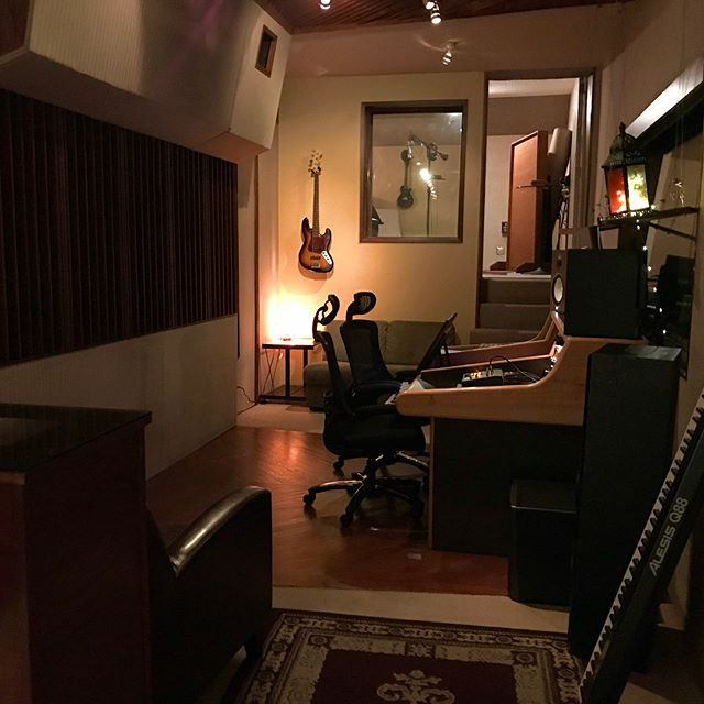 Control room! #recordingstudio #songwriter #musicproducer #mixingengineer #audioengineer #pearlman #protools #neumann #rocnation #studiolife #studioflow #singer #lautenaudio #jbl #yahmaha #recordingstudios #piano #vibes #la #hollywood #cookuprecords