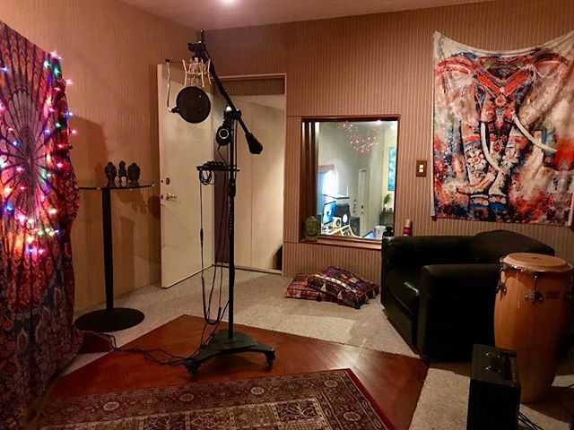Our new live room! #recordingstudio #songwriter #musicproducer #mixingengineer #audioengineer #pearlman #protools #neumann #rocnation #studiolife #studioflow #singer #lautenaudio #jbl #yahmaha #recordingstudios #piano #vibes #la #hollywood #cookuprecords