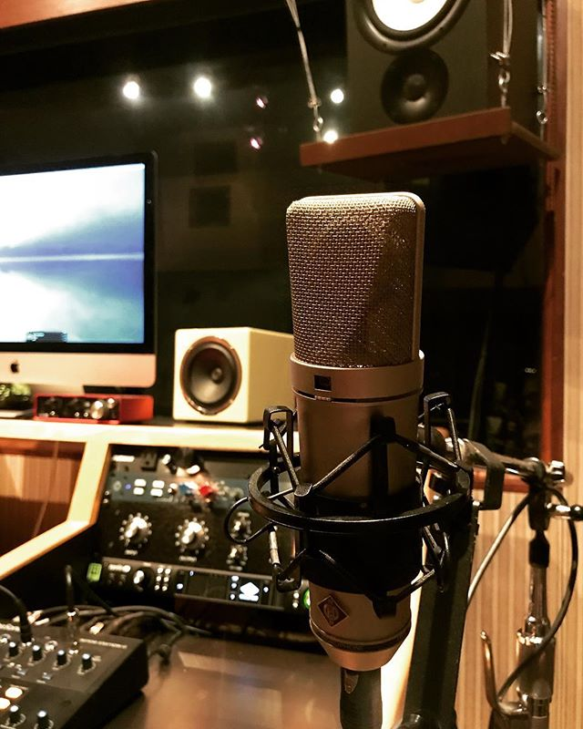 New toy! Neumann U87 #mixengineer #recordingstudio #neumann #neumannu87 #studioflow #piano #rocnation #singer #audioengineer #songwriter #studiolife #recordingstudios #la #hollywood #musicproducer #beats #taylorguitar