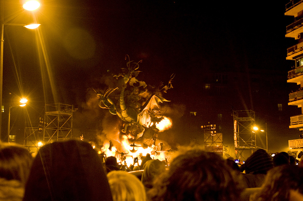 On March 19 at midnight (more or less) all of Valencia's fallas meet the same fate: they are burned to the ground. On March 20 virtually every sign of Las Fallas will have been removed from the city. Everyone may have a slightly different interpretation of the significance of the destruction of such beautiful works of art that embody so much talent, creativity, dedication, work, and money. I like to think of it as I think of the entire week I spent in Valencia: We must enjoy the precious moments we are fortunate to experience, we should be fully present for them, make the most of them, knowing that nothing is permanent.