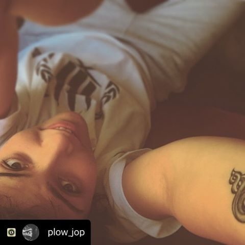 #Repost with @Repostlyapp #Eyes #Flip #Hand #Tattoo #Coverup #Curly #Hair #Drumsandammo #Shirt #Switch #Grey #Sweatpants #Warm #Selfie #DNA