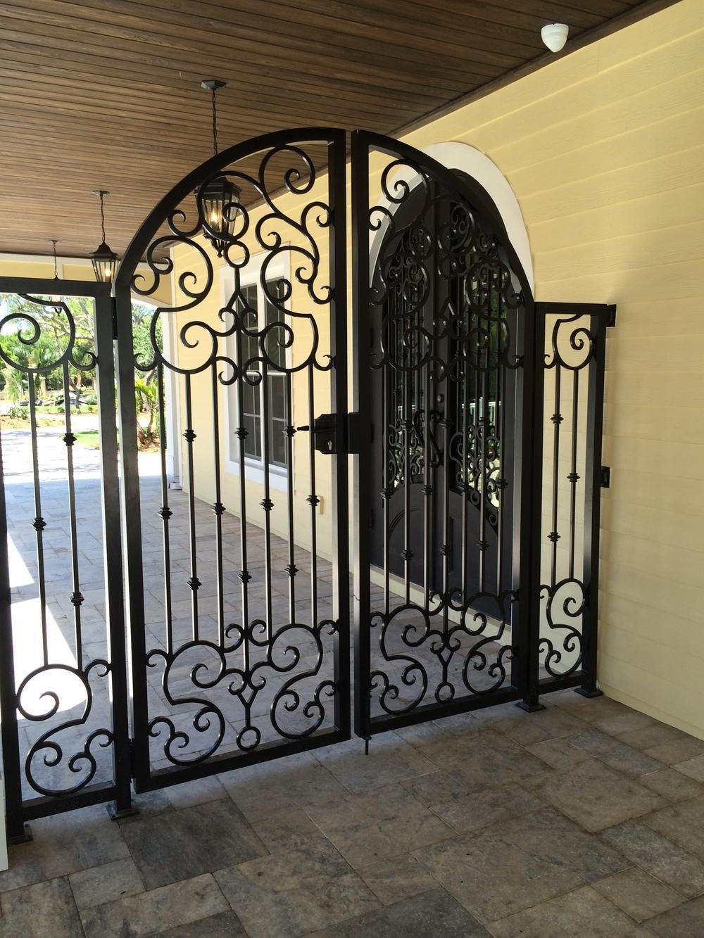 900 Court Yard Gate