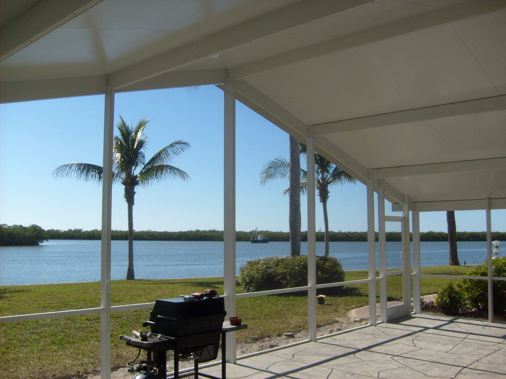 732 Large Screened Elite Lanai