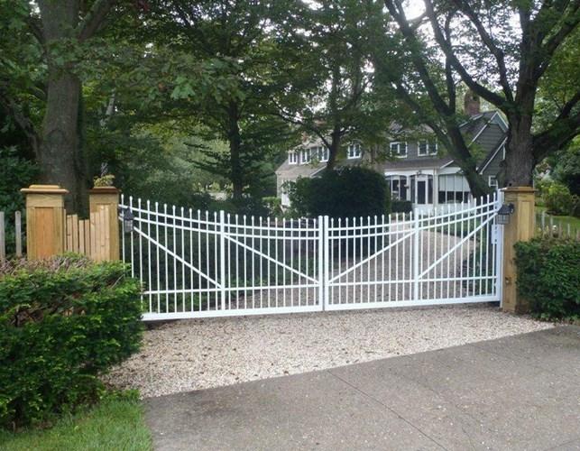 901 Concaved Estate Gate