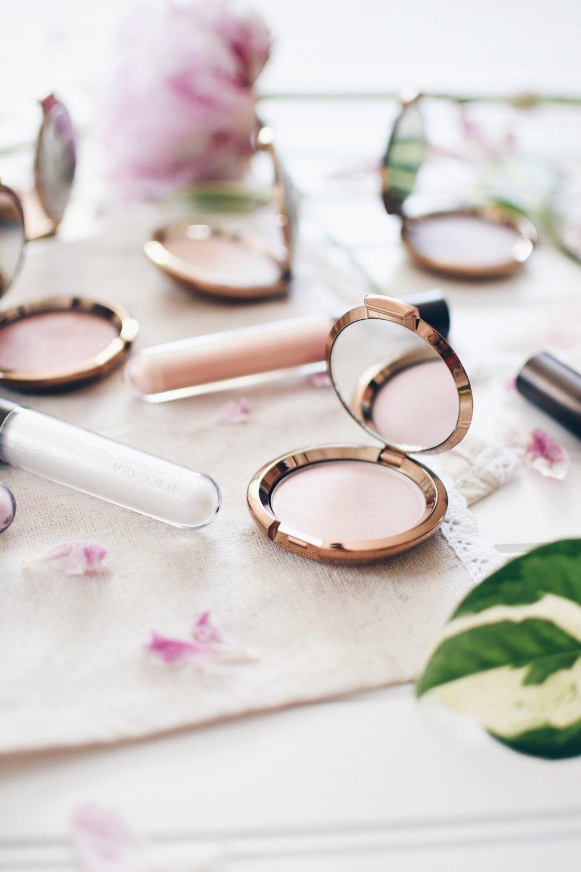 Becca Cosmetics Highlighter in Rose Quartz flashes Seashell