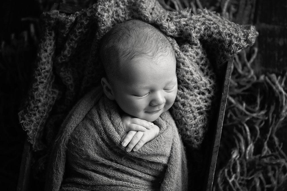 LochieNewbornPhotos-17Black&White.jpg