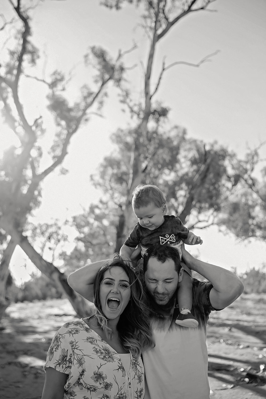 Tenille&HaydenFamilyPhotos2017-3Black&White.jpg