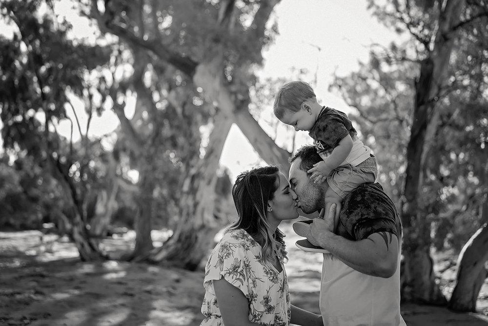 Tenille&HaydenFamilyPhotos2017-4Black&White.jpg
