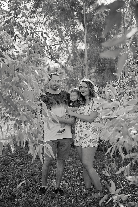 Tenille&HaydenFamilyPhotos2017-12Black&White.jpg