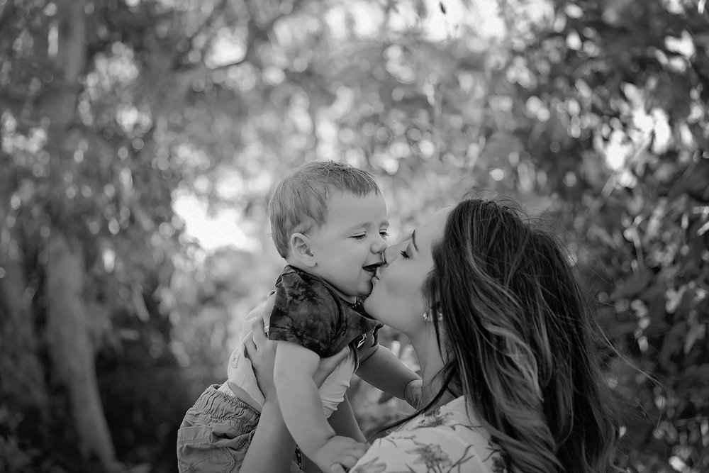 Tenille&HaydenFamilyPhotos2017-26Black&White.jpg