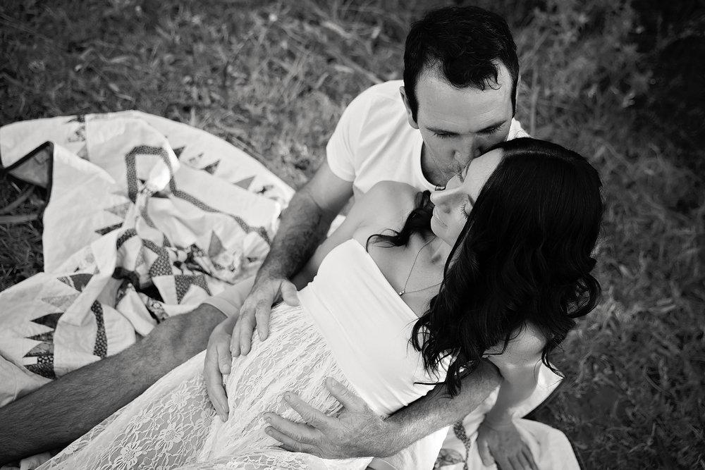 TrudyMaternityPhotosMarch17-30Black&White.jpg