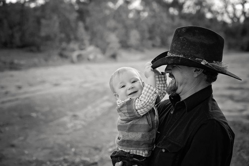 FamilyPhotosApril2017-15Black&White.jpg
