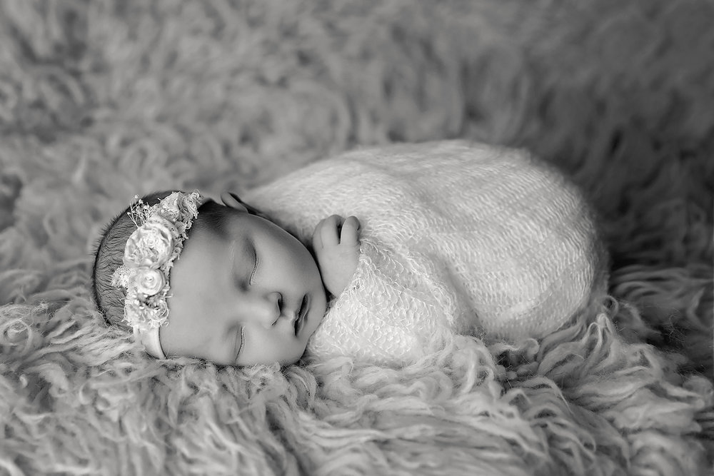 OakleyNewbornPhotos-1Black&White.jpg