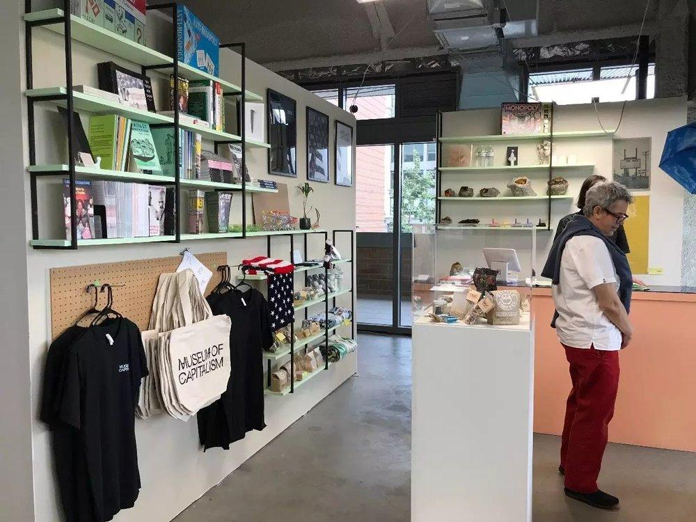 ▲  Evan Desmond Yee《The Gift Shop/Shop of Desires》,2017年,图片来源:Museum of Capitalism