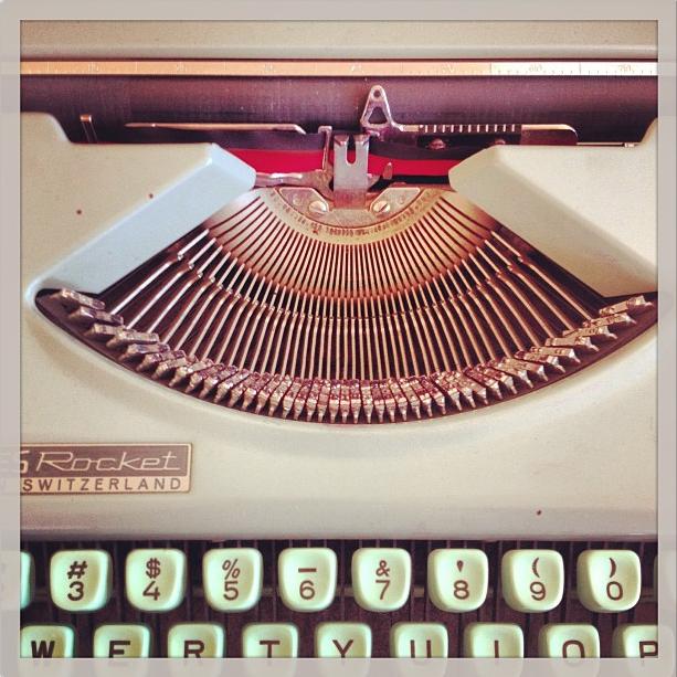 Typewriter at a bookstore in Bernal Heights, San Francisco. Photo:  @jensetgo