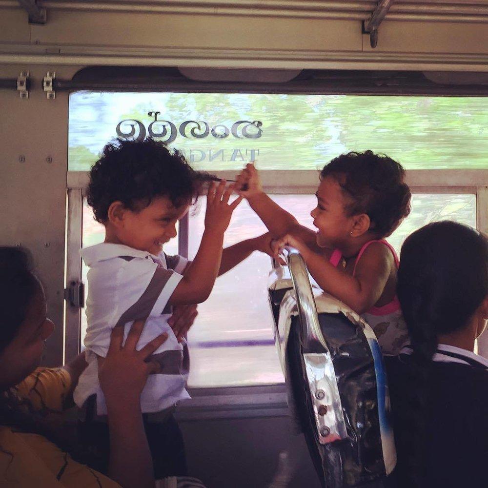 srilankan_kids_bus.jpg