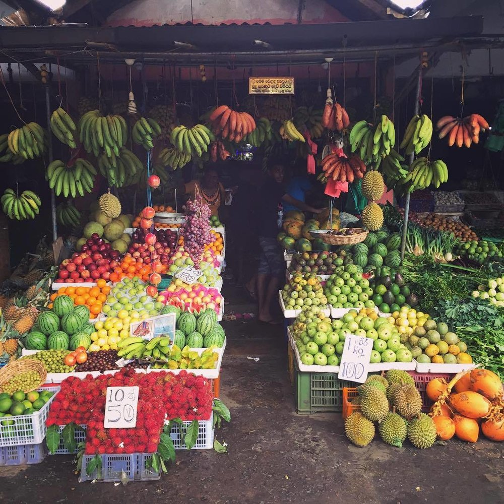 kandyfruitseller.jpg