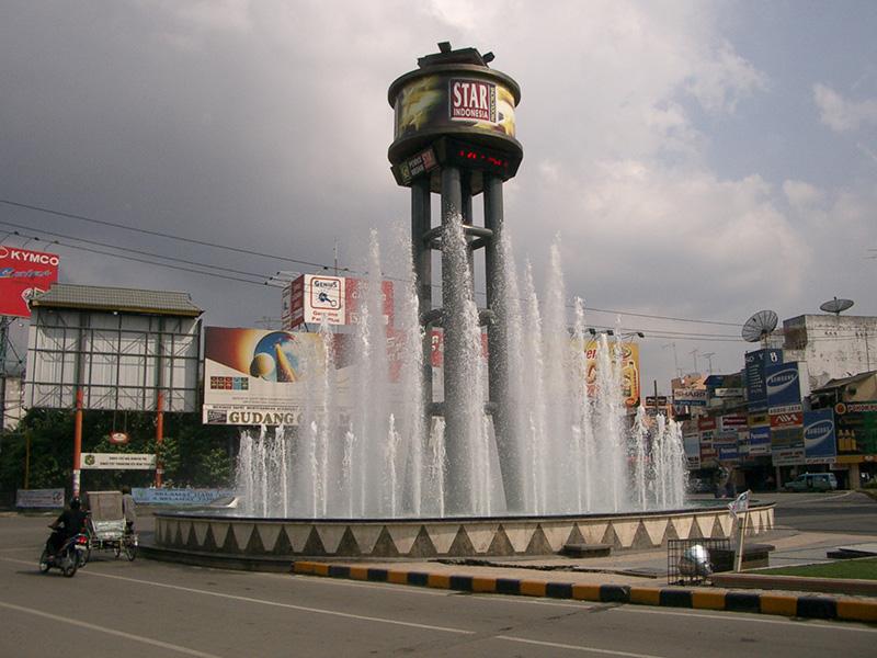 Air mancur Gatot Subroto Medan.JPG