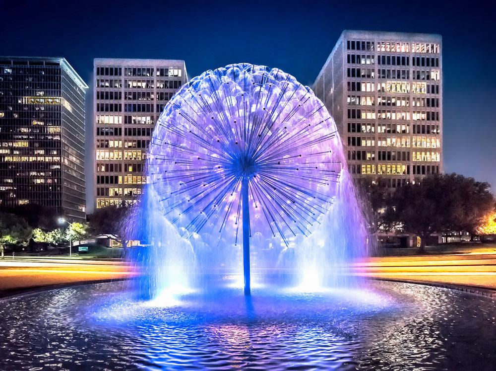 Air Mancur Dandelion di Malam Hari.jpg