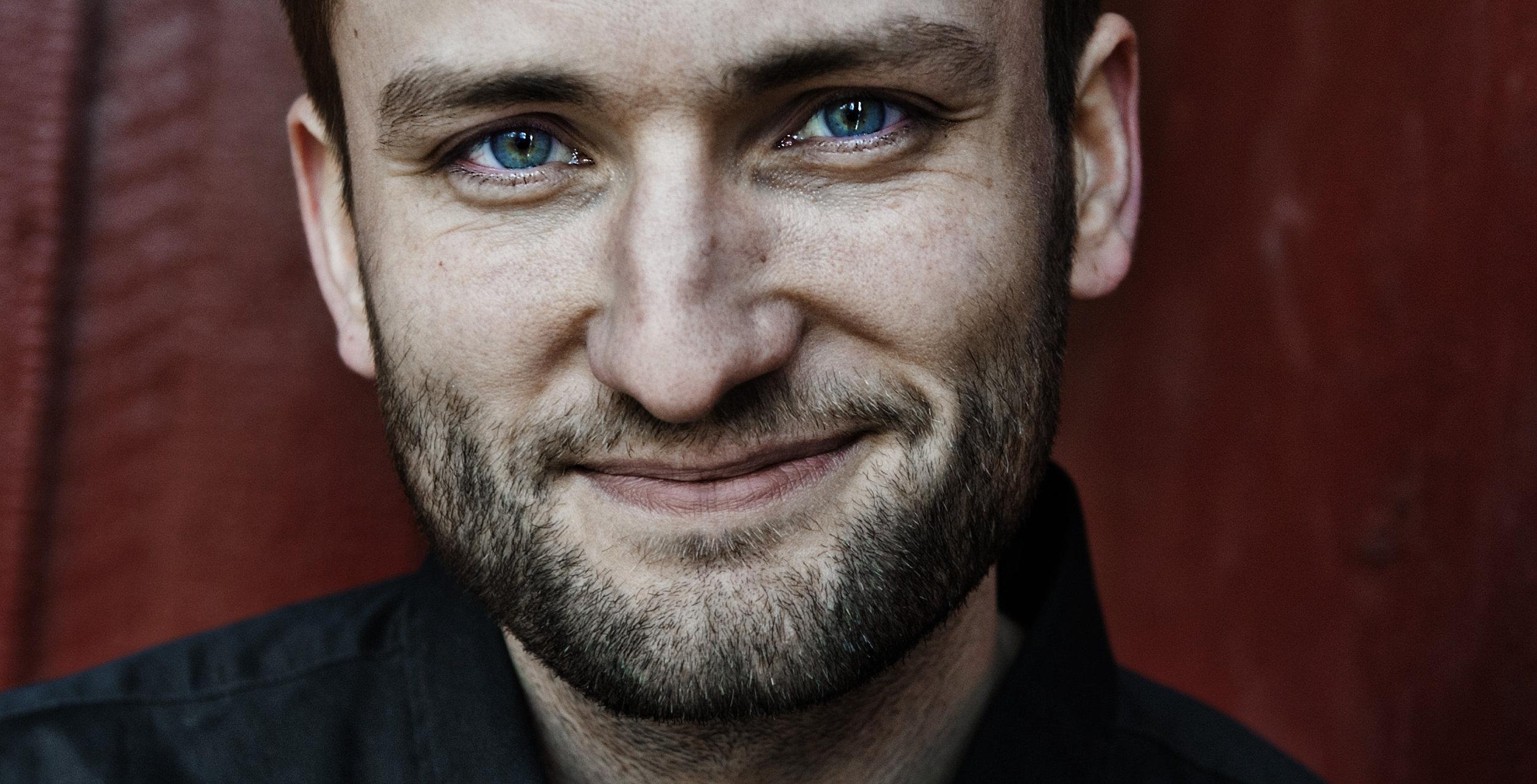 f075c4be Birger Emanuelsen er en prisbelønnet forfatter fra Tromøya. Aktuell med  romanen Jeg skal beskytte deg.