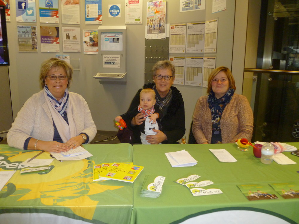 Stand d'information dans l'hôpital universitaire d'Anvers de l'asbl BOKS et Radiorg le 28 février.