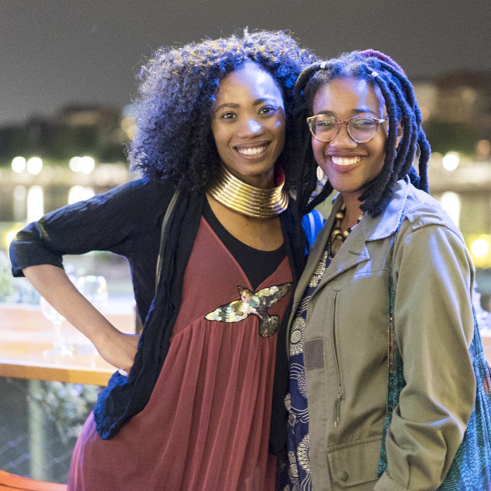 Die Autorinnen Goitseone Montsho und Jùmọké Bọlanle Adéyanju am Image Afrique Stadtsprachen Abend im Rhybadhüüsli St. Johann. Juni 2017