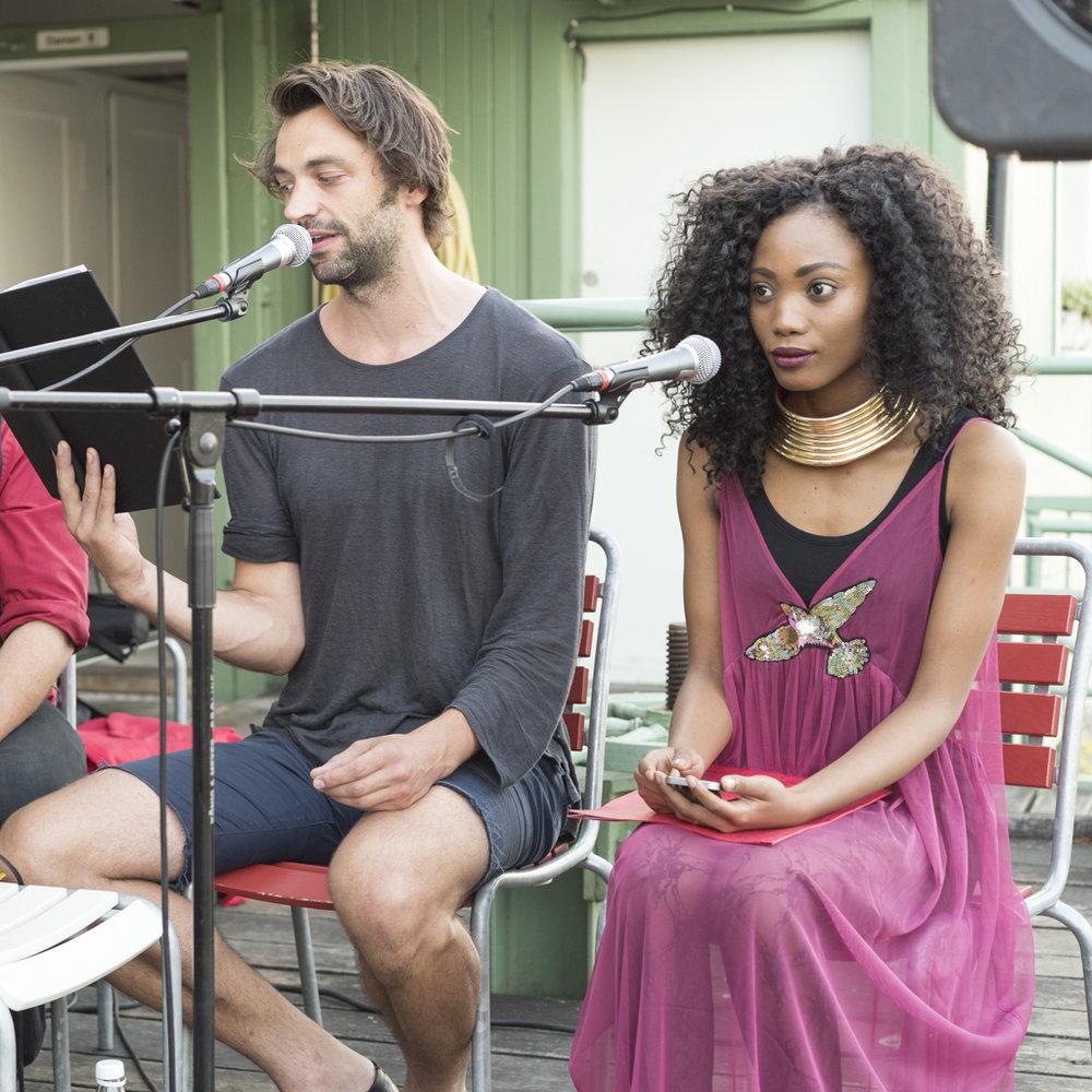 Dei Autorin Goitseone Montsho am Image Afrique Stadtsprachen Abend im Rhybadhüüsli St. Johann. Juni 2017