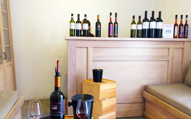 Argyros Estates offer a wide range of white, rose and a few selected red wines.
