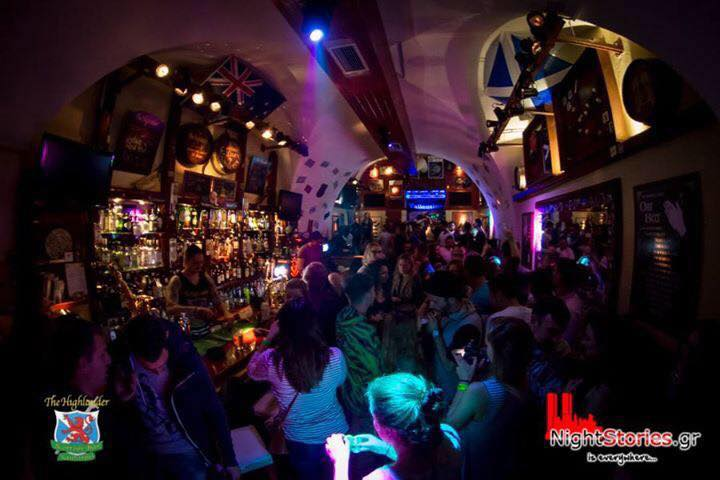 Highlander is a great bar to meet other travellers in Santorini