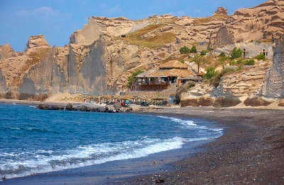 Theros Beach is at an amazing location on Vlychada Beach